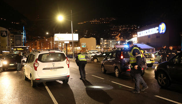 Un taxi va envestir l'home quan creuava un pas de vianants.