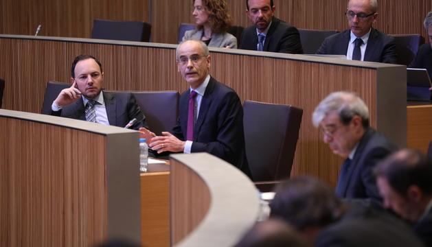El ministre Xavier Espot i el cap de Govern durant la sessió del Consell General d'avui