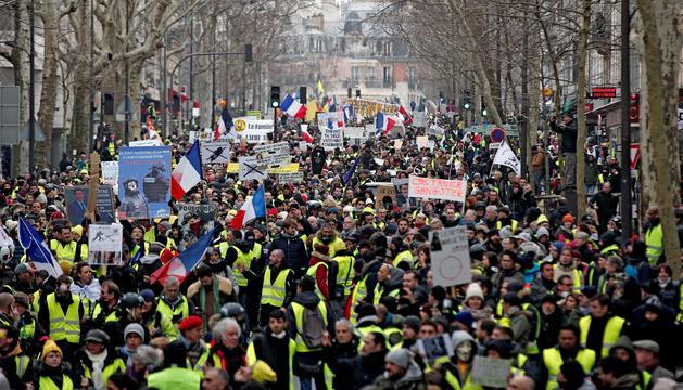 Protestant dels Armilles Grogues a París.