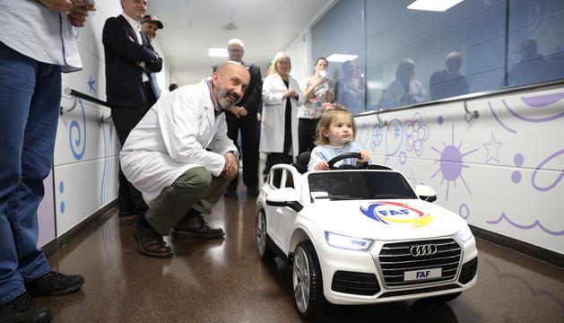 El nou cotxe teledirigit que té l'area de maternoinfantil de l'Hospital