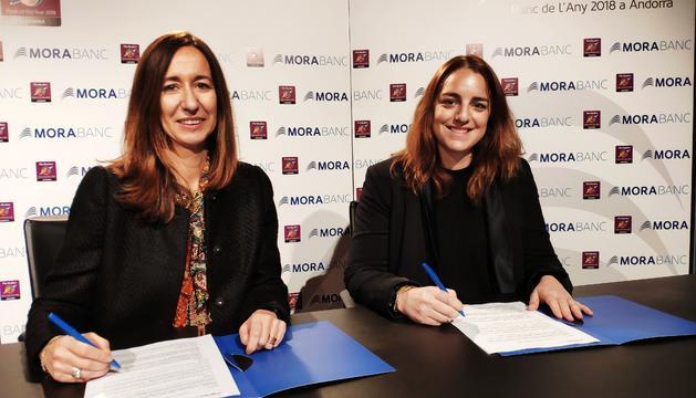 La directora general adjunta de MoraBanc, Gisela Villagordo, i la presidenta del Patronat de les Dames de Meritxell, Cristina Cerqueda