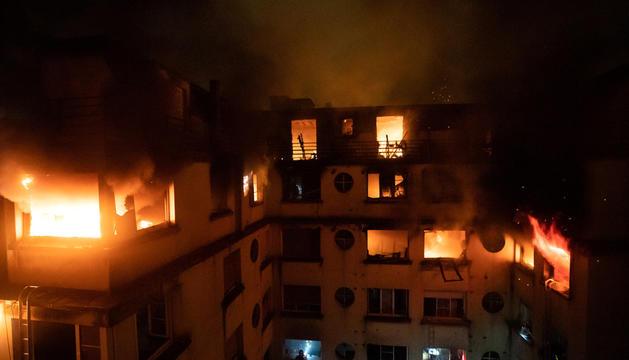 L'incendi es va declarar de matinada i va arrasar tot l'edifici.
