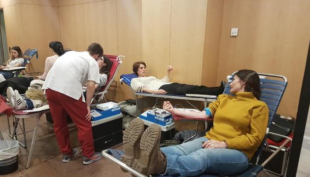 Alguns dels donants de sang que han passat aquesta tarda pel Centre de Congressos d'Andorra la Vella