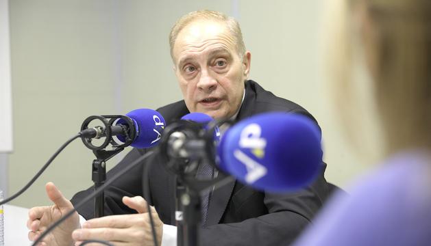 Josep Pintat durant l'entrevista a la ràdio del Diari.