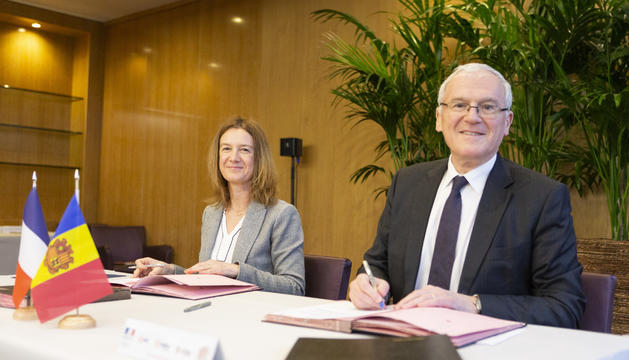 Signatura del conveni a París