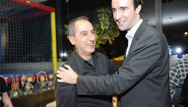 Joan Gabriel i David Baró celebrant la victòria a les eleccions comunals del desembre del 2015.