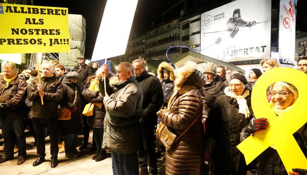 Un moment de la concentració en suport dels presos polítics catalans a la plaça de la Rotonda.