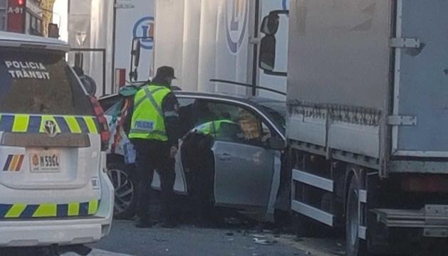 El vehicle ha xocat contra un camió