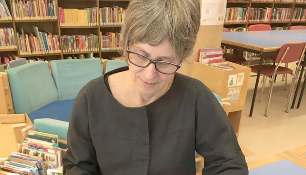 Susanna Vela amb les novel·les de Mankell