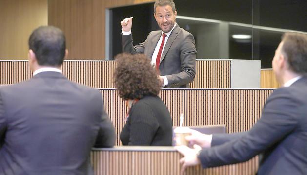 Pere López i els consellers liberals en una sessió al Consell General.