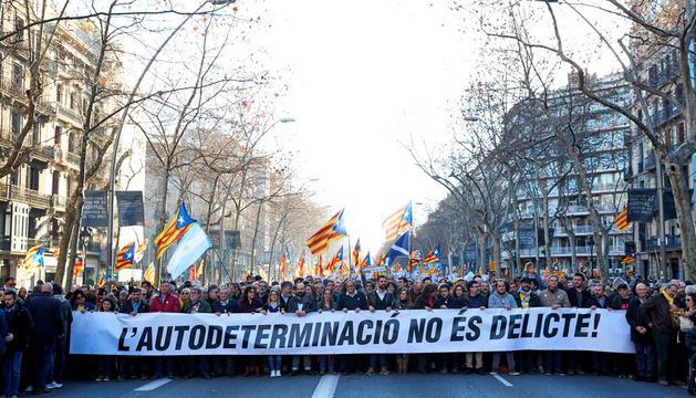 Capçalera de la manifestació a favor dels presos polítics catalans i contra el judici al procés.