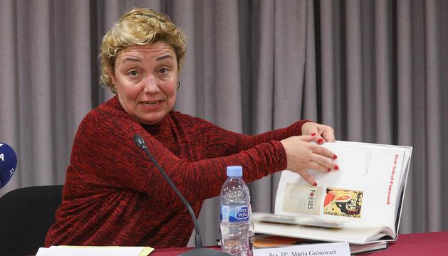 La seva filla Maria Guinovart, durant la presentació de la mostra