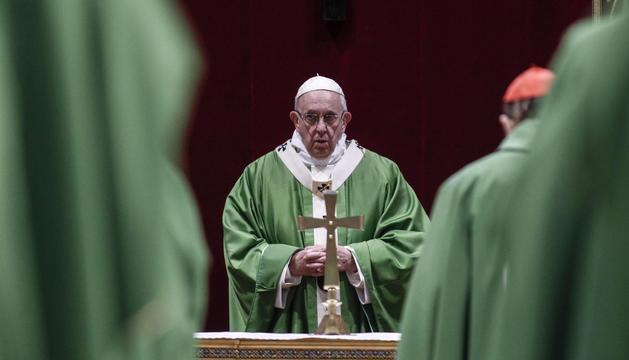 El papa Francesc es va adreçar ahir als representants de l'església catòlica.