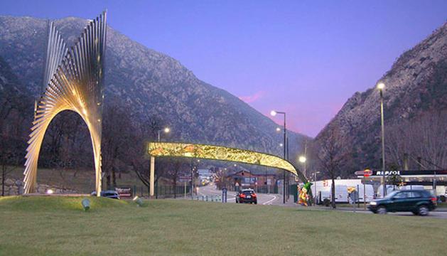Un arc amb leds per entrar a Santa Coloma
