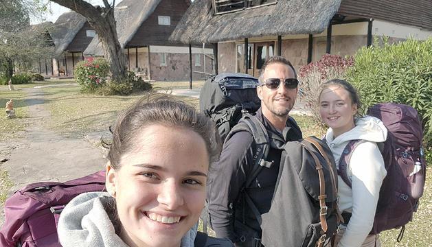 Pere López amb la família en un viatge a Zimbàbue