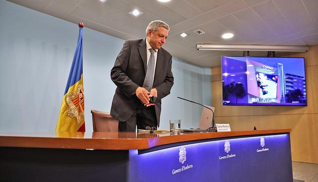 Xavier Bardina anunciant el guanyador del concurs del casino.