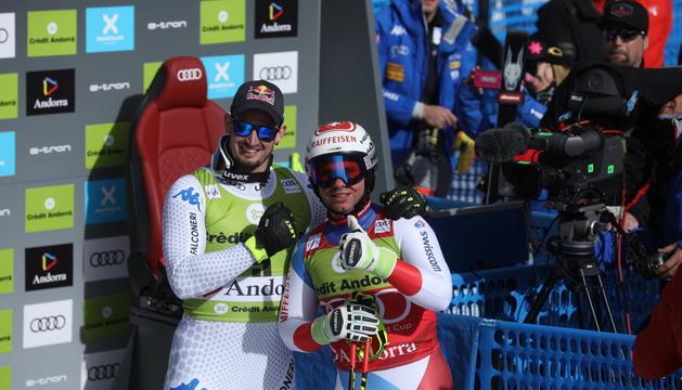 El vencedor de la cursa, Dominik Paris, i el de la general de descens, Beat Feuz.