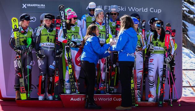 La ministra d'esports Olga Gelabert , ha entregat els premis de la prova