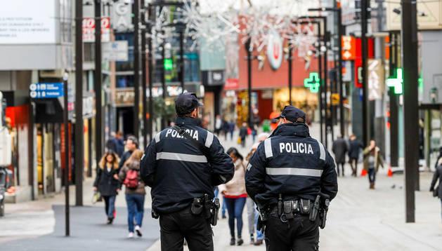 Agents de la policia a l'Avinguda Meritxell