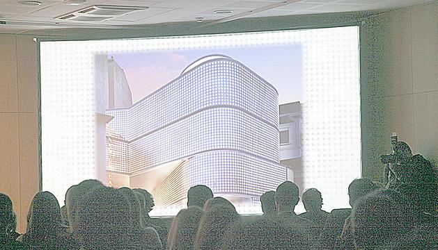 Edifici de Lleure 3D vist en la pantalla durant la presentació del projecte.
