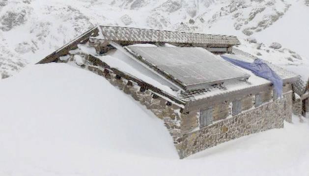 El refugi de Juclà sota la neu