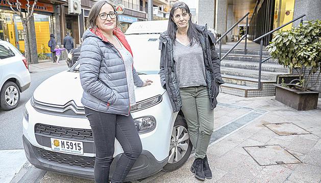 Reme Encinas i Elena López veuen més atenció de les noies per aprendre a conduir.