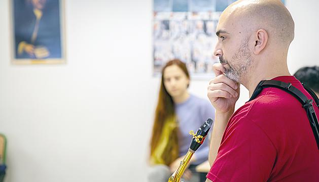 Mariano García en una de les aules de l'IM al Sax Fest.