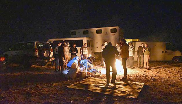 Voluntaris traslladen 300 quilos de material davant la impossibilitat d'acollir al país infants dels assentaments de refugiats.