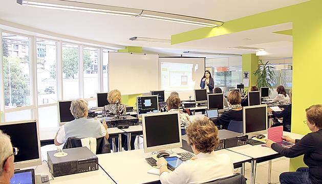 Una de les sessions del curs de xarxes socials de la Fundació de Crèdit Andorrà