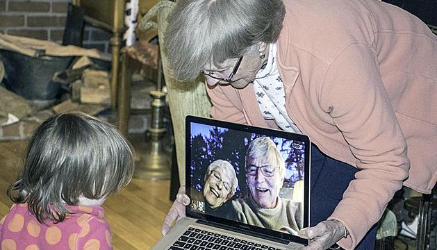 Els usuaris s'obren un compte per tenir contacte familiar