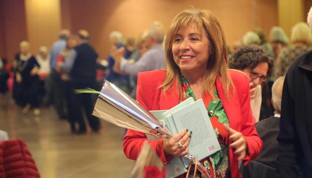 La cònsol major d'Andorra la Vella, Conxita Marsol, ha regalat llibres i roses als padrins i padrines que han assistit al Centre de Congressos
