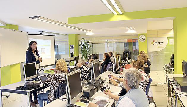 Un taller d'informàtica actual a la fundació.