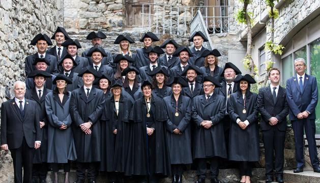 Els 28 nous consellers generals a les escales de Casa de la Vall.