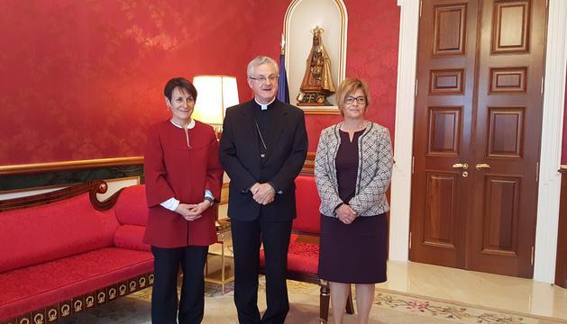 El Copríncep episcopal, Joan-Enric Vvies acompanyat per la síndica general, Roser Suñe, i la subsíndica, Meritxell Palmitjavila