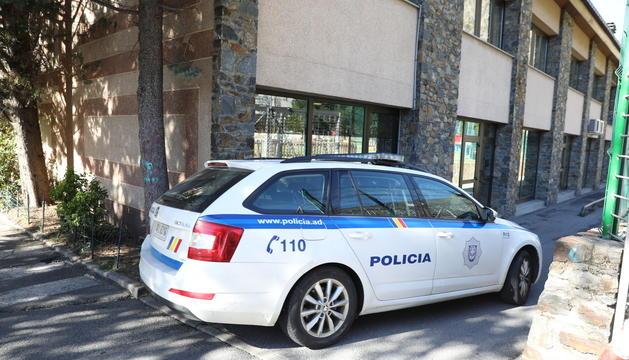 Un vehicle de la policia arriba aquest matí a la Batllia