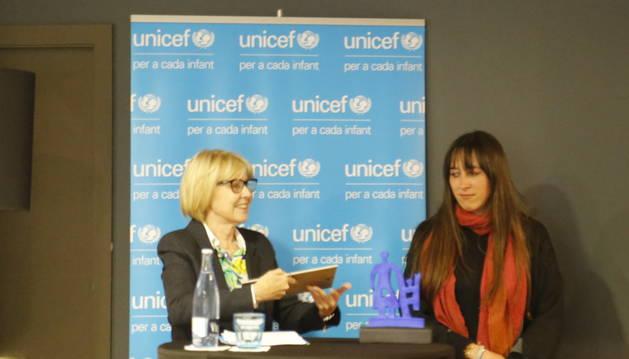 Maria Guillamet en el moment de rebre el premi Unicef Andorra 2019