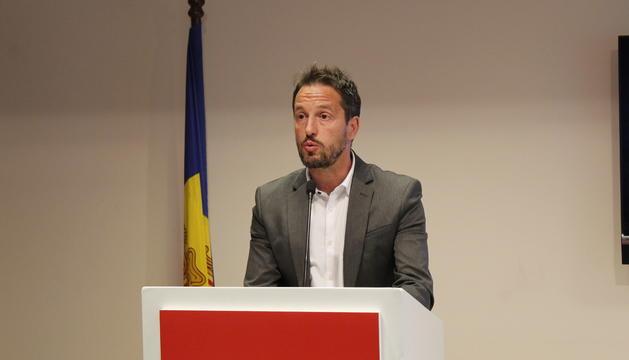 El cap de llista del PS, Pere López, durant la roda de premsa que ha convocat