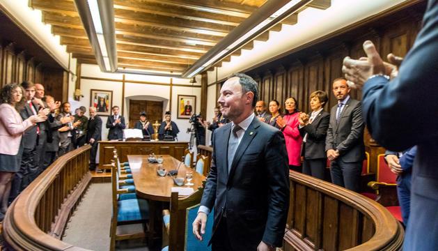 El nou cap de Govern aplaudit pels consellers durant l'acte de presa de possessió a Casa de la Vall.