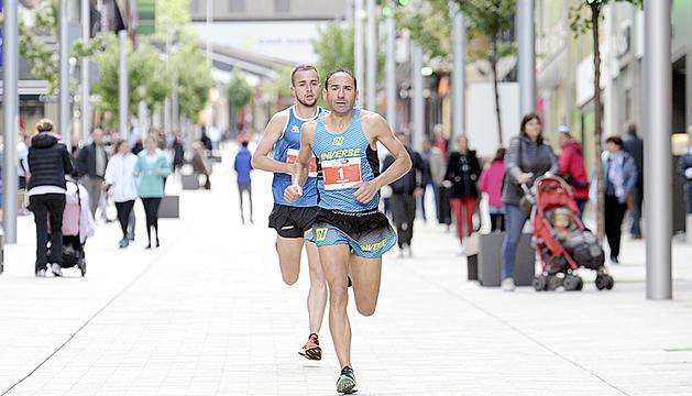 Marcos Sanza i Carles Gómez, durant la cursa.