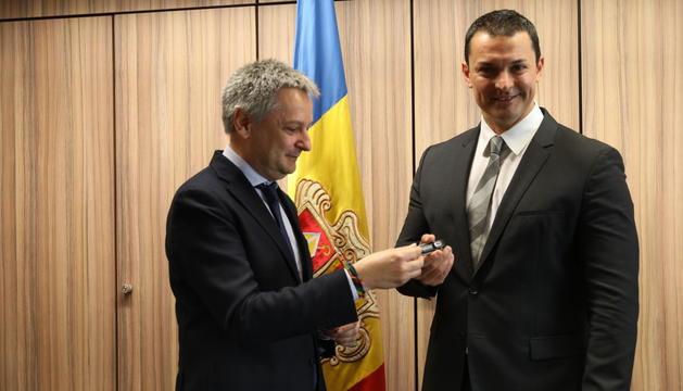 Gilbert Saboya fa un simbòlic traspàs de poders a Jordi Gallardo