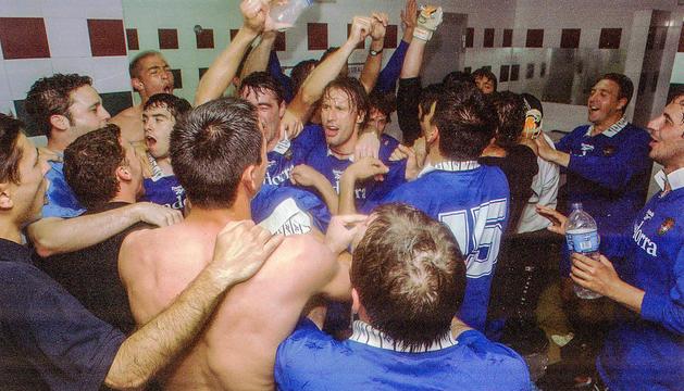 La plantilla va desfermar l'eufòria després de pujar a tercera divisió.