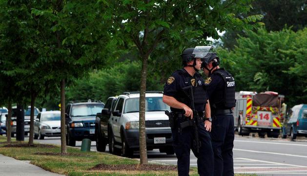 Els agents de policia van abatre el presumpte atacant.