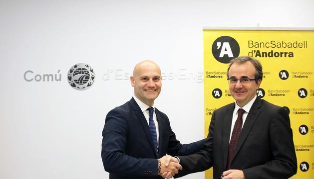 Jordi Vilanova, conseller d'Esports i Informàtica, i Josep Segura, director general adjunt del Banc Sabadell d'Andorra