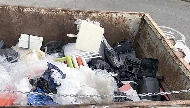 A la deixalleria de CTRASA cada any hi arriba menys quantitat de plàstic
