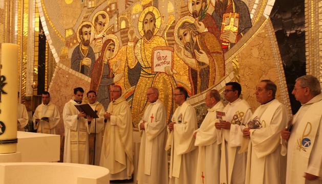 El copríncep va oficiar l'eucaristia i va beneir el nou altar.
