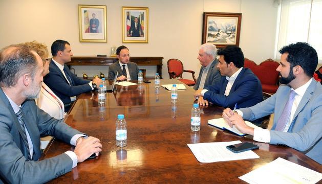 El cap de Govern, Xavier Espot i el ministre de Presidència, Economia i Empresa, Jordi Gallardo, amb responsables de la CEA