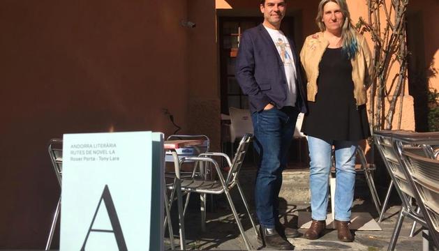 Tony Lara i Roser Porta van presentar el llibre a l'hostal Palanques.