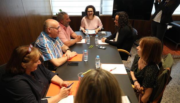 Judith Pallarés i Lara Vilamala amb els representants del Sipaag