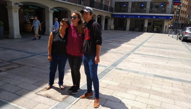Vanessa M. Cortés, Anna Aguareles i John Holt a la presentació de les activitats Pride 2019