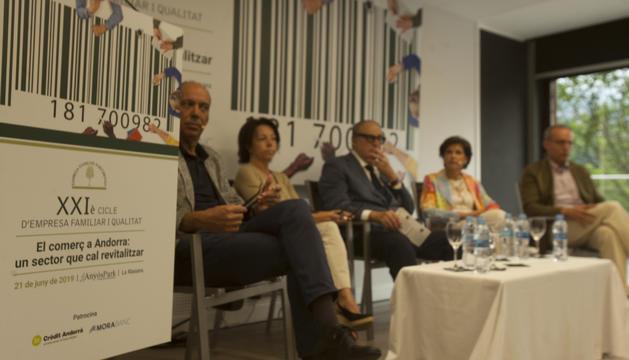 Imma Ribes, Rosa Pons, Jaume Serra, Francesc Pallàs i José Luis Nueno al cicle d'empresa familiar